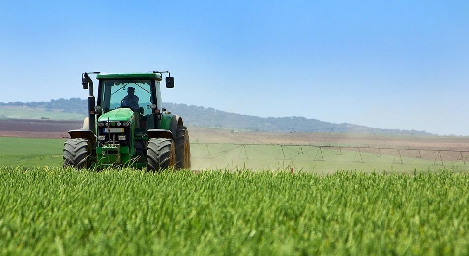 Фермеры начали получать деньги на весенне-полевые работы