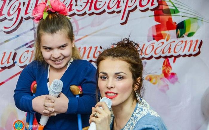 Российские и казахстанские звезды поздравили столичных детей в больницах и домах ребенка