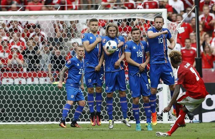 Евро-2016: Северное сияние исландцев