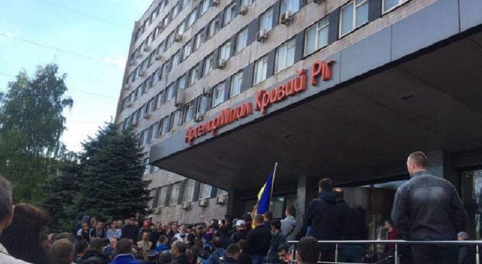 Митингующие металлурги заняли заводоуправление ArcelorMittal