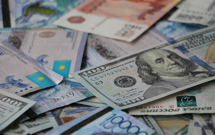 Тенге и рубль укрепляются к доллару