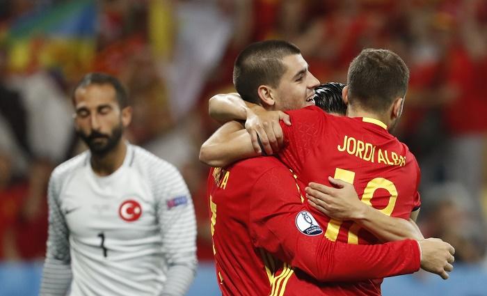 """Евро-2016: """"Красная фурия"""" не сбавляет обороты"""