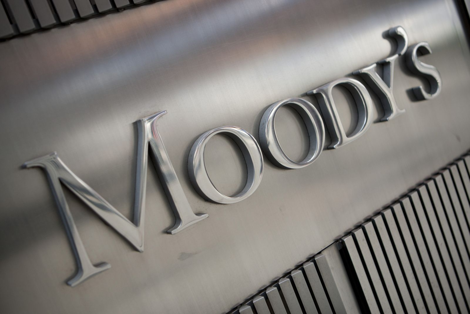 Moody's снизило рейтинги 20 финкомпаний Турции