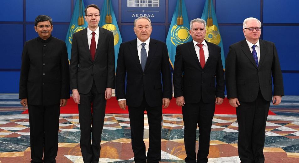 Президент рассказал дипломатам о главном