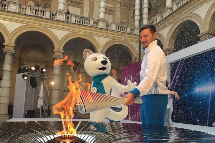 В Турине прошла церемония зажжения огня зимней Универсиады, огонь будет переправлен в Алматы
