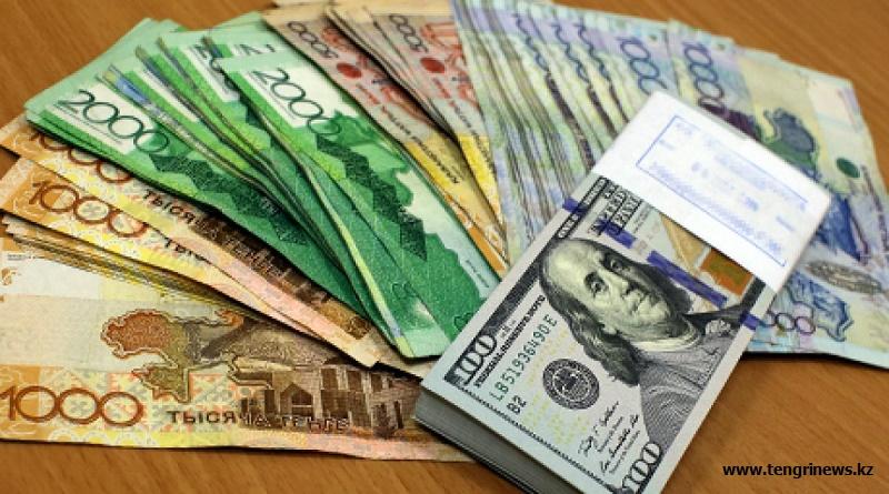 Тенге опустился в обменниках до 364 за доллар