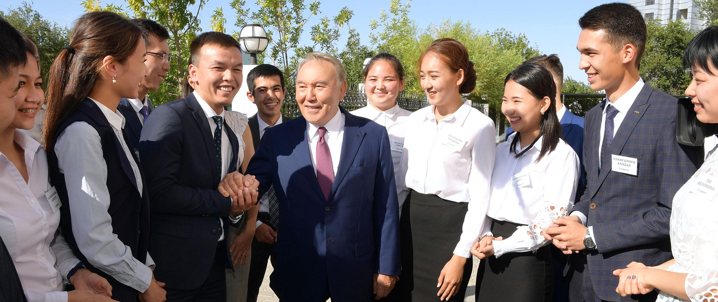 Нурсултан Назарбаев посетил Дом студентов в Атырауской области