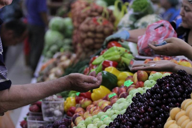 Свежие продукты из Атырауской и Алматинской областей предлагают на ярмарке в Астане