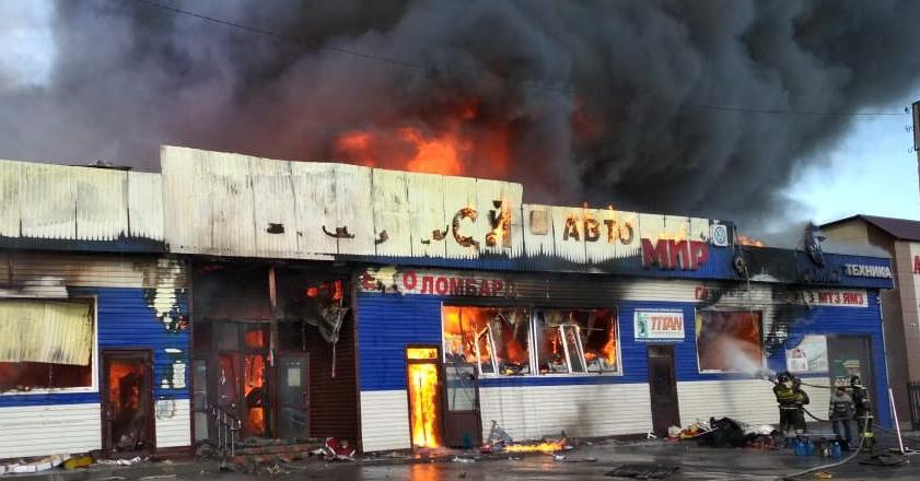 Крупный пожар произошел в магазине стройматериалов в СКО