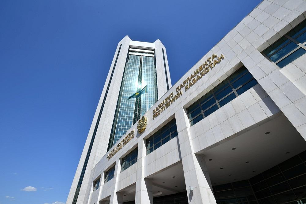Спикеры парламентов других стран соболезнуют в связи с авиакатастрофой в Алматы