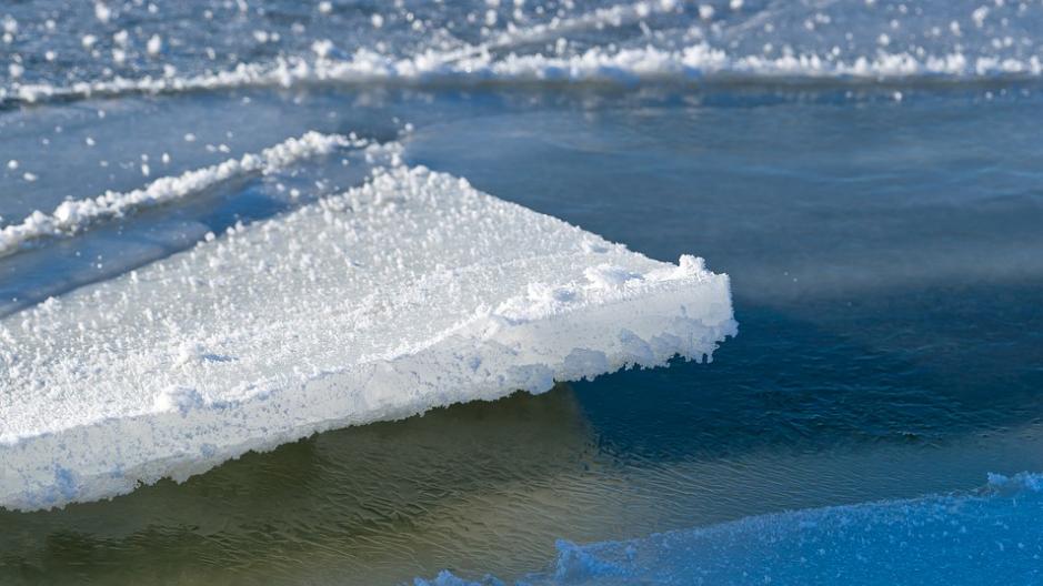 Двое детей, провалившиеся под лед, скончались от переохлаждения в Костанайской области