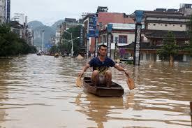 В результате наводнений на юге Китая погибли 19 человек