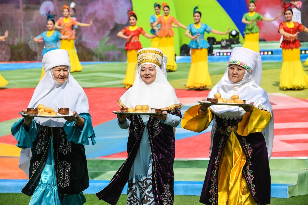 Сотни туристов из Японии, Южной Кореи и Малайзии приехали в Алматы на Наурыз