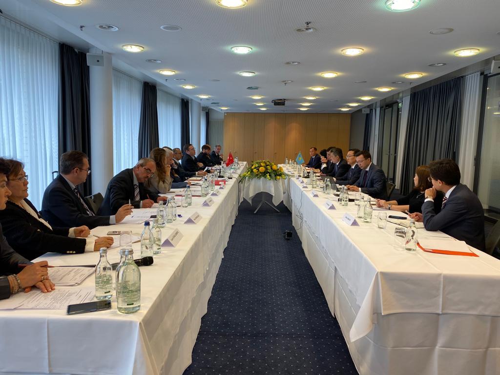 Бахыт Султанов: Казахстан готов наращивать экспорт в Швейцарию