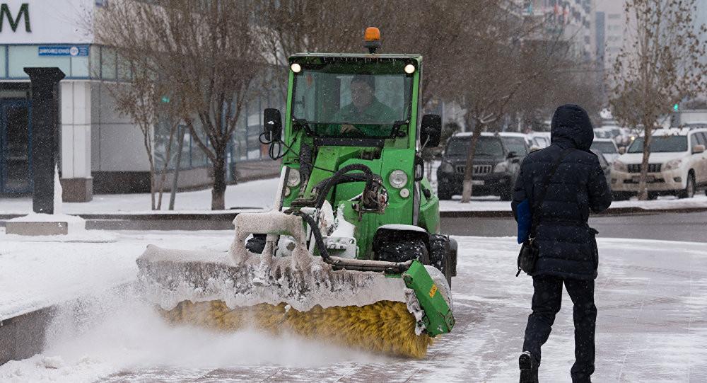 За минувшие сутки убрано более 17 тыс. кубометров снега в Астане