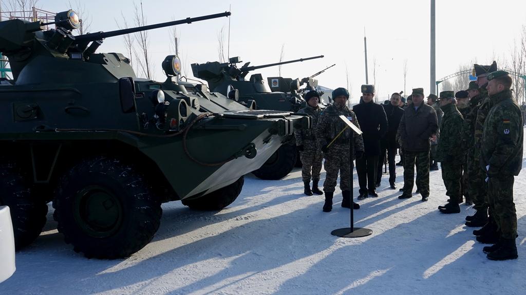 Военные атташе наблюдали за подготовкой десантников столичной бригады