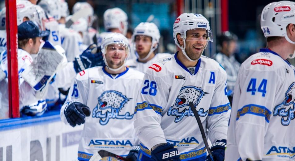 Регулярка КХЛ: Карлссон выиграл у Фурха вратарскую дуэль
