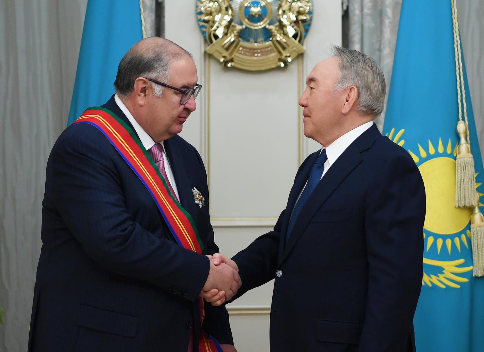 Нурсултан Назарбаев наградил учредителя компании «USM Holdings» орденом «Достық»