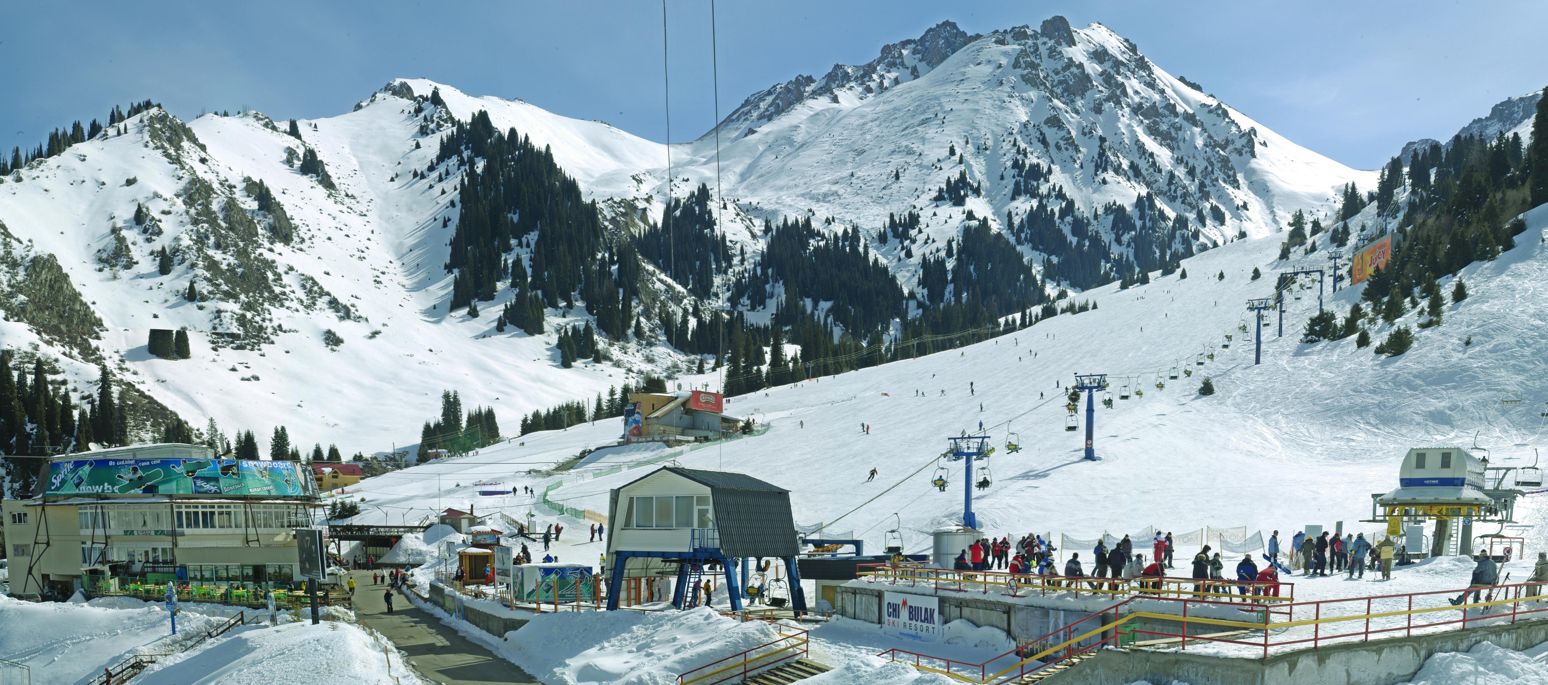 Шымбулак открыли для любителей лыж и сноубордов
