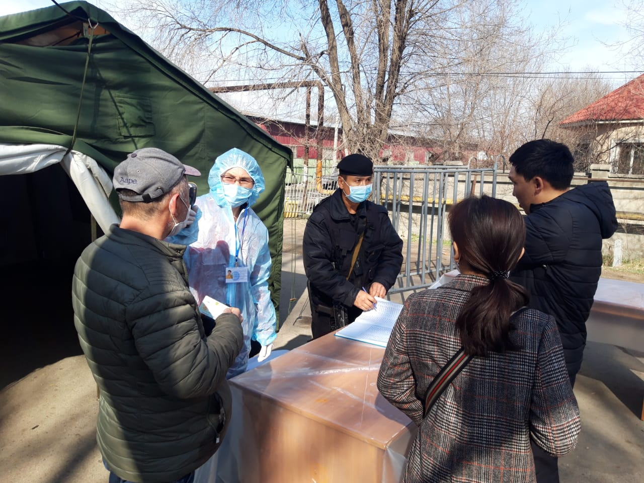 В Алматы четверо нарушителей пытались обходными путями пересечь границу карантина