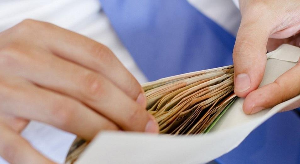 Средняя зарплата в Казахстане превысила 500 долларов