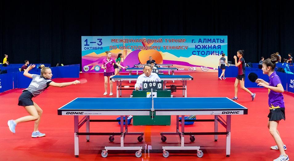 Фоторепортаж с первого дня Международного турнира по настольному теннису
