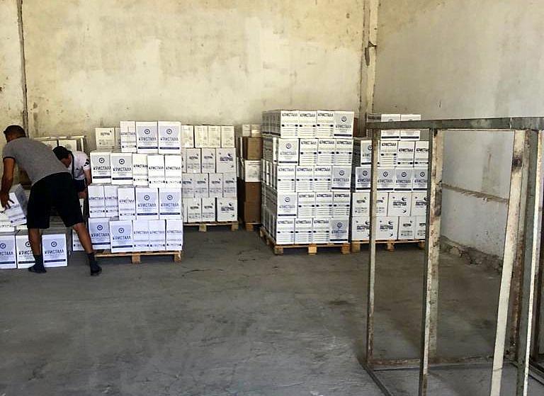 Более 13 тысяч бутылок контрафактной водки изъяли со склада в Актау