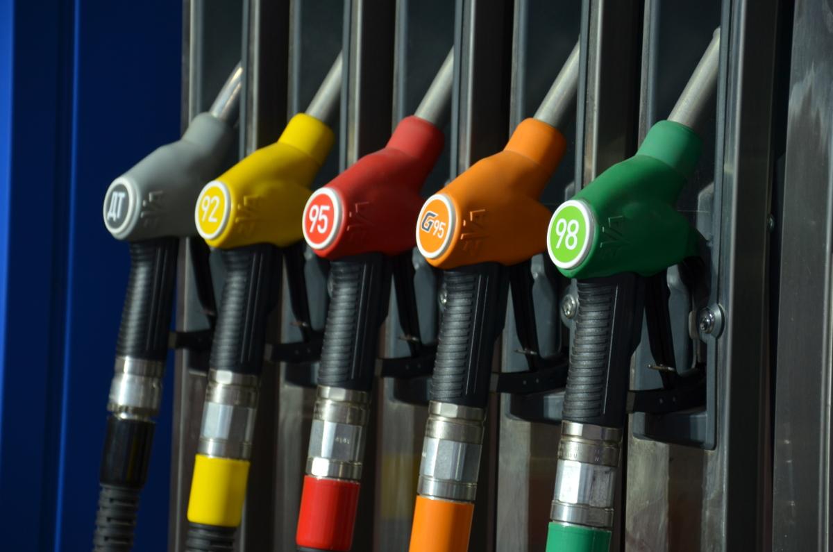 Цены на бензин в России снизились на 4%