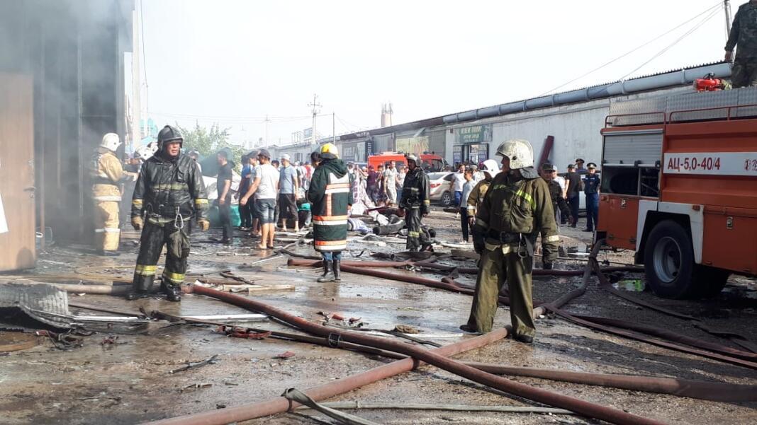 В магазине ковровых изделий произошел пожар в Шымкенте