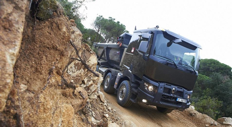 Китайские самосвалы разрушают дороги в Казахстане