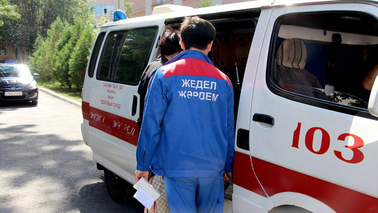 Недовольный лечением ребенка отец избил сотрудников скорой помощи в Павлодаре