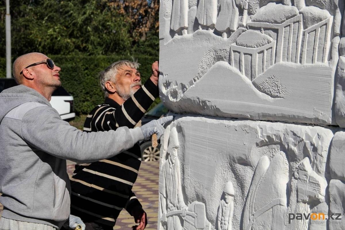 Памятник соледобытчикам появился в Павлодаре
