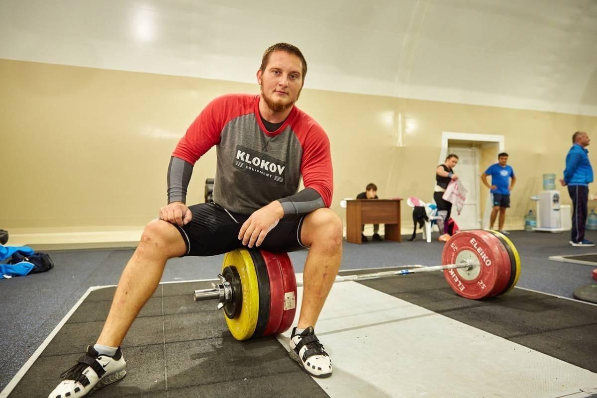 Ибрагим Берсанов завоевал серебро на чемпионате Международного содружества по тяжелой атлетике