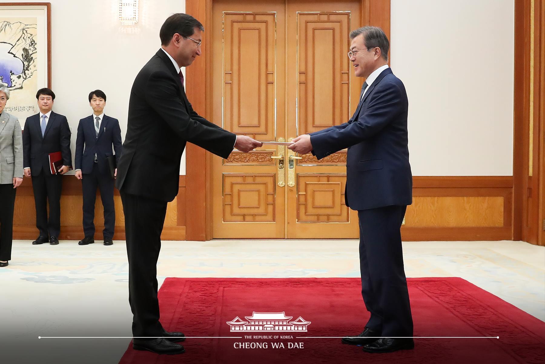 Посол Казахстана вручил верительные грамоты Президенту Республики Корея