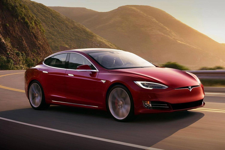 Tesla запустит сервис беспилотных такси в 2020 году