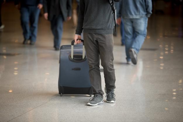 Пассажир отсудил у Минюста полмиллиона тенге за снятие с авиарейса