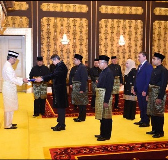 Посол Казахстана вручил верительные грамоты монарху Малайзии