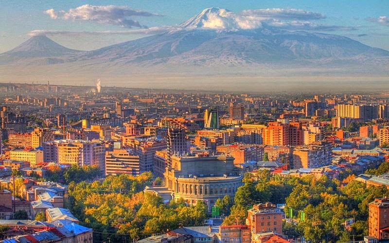 Касым-Жомарт Токаев и премьер-министр Армении обсудили меры по углублению казахстанско-армянского сотрудничества
