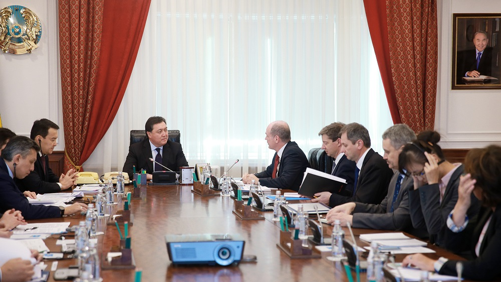 Аскару Мамину представили прогнозы МВФ по экономической ситуации в Казахстане
