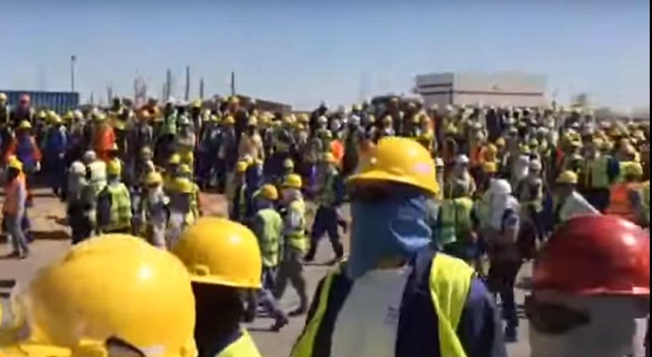 В результате драки казахстанских и иностранных рабочих на месторождении Тенгиз пострадали 30 человек