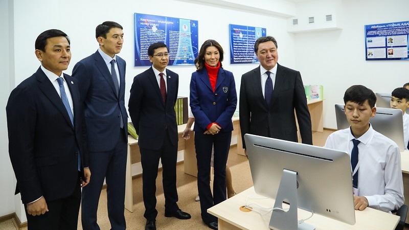 Аскар Мамин принял участие в открытии новой школы в Нур-Султане