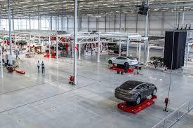 Tesla будет платить властям КНР $323 млн налогов за строительство завода