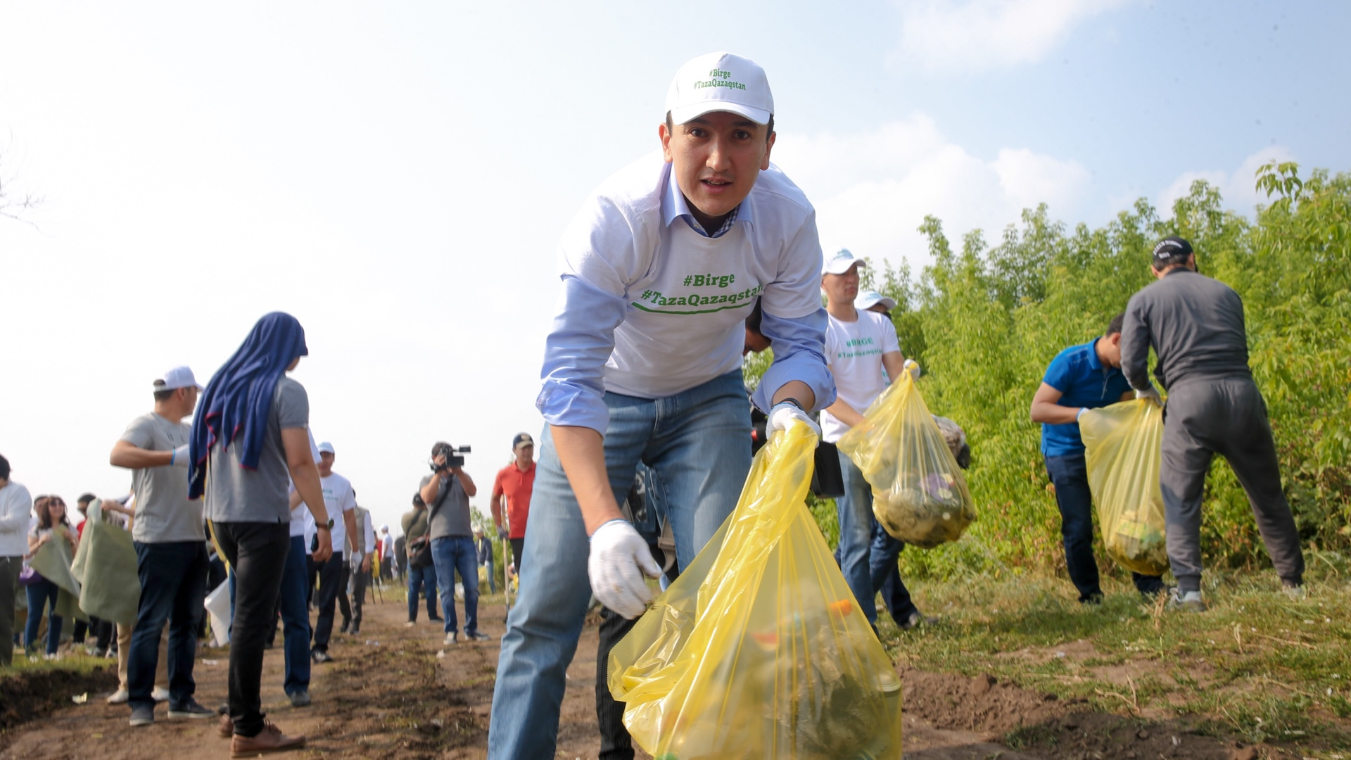 Правительство РК приняло участие в акции «Бірге – Таза Қазақстан»
