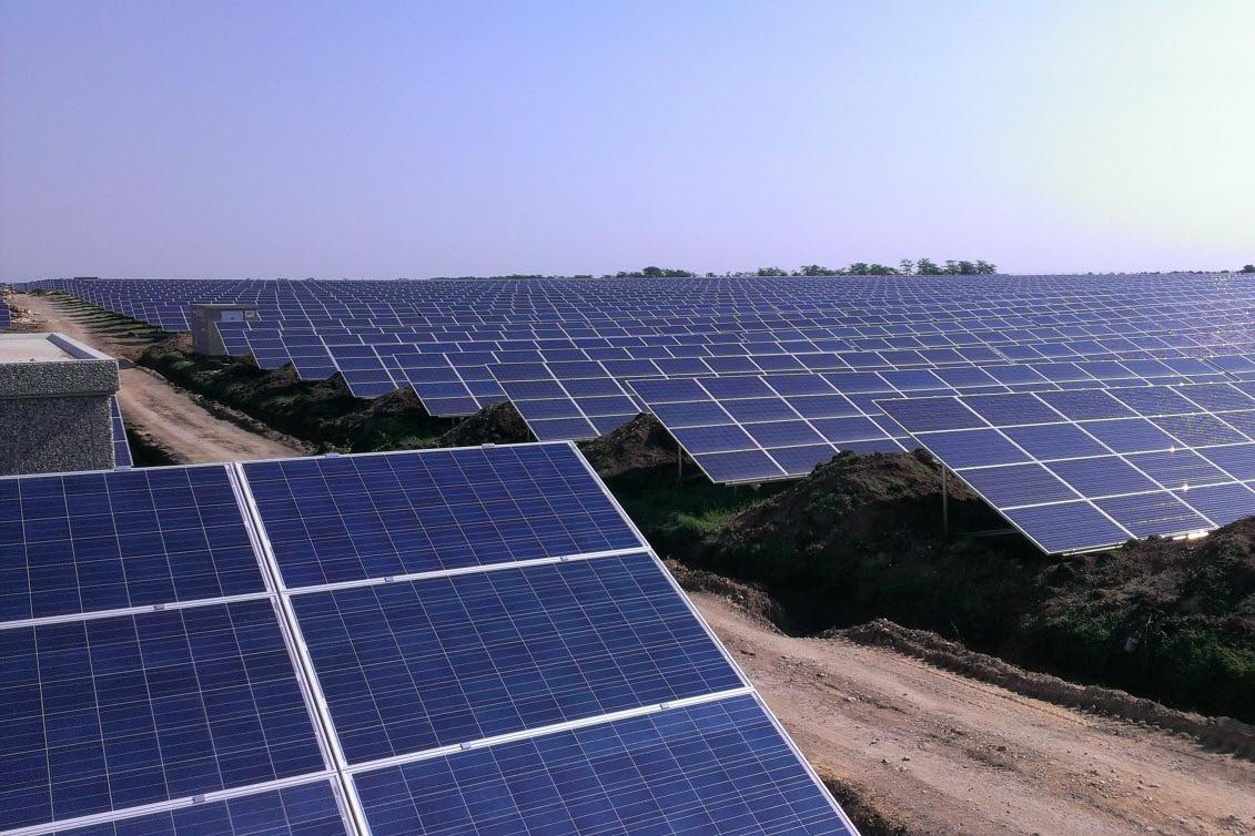 По пять солнечных и ветровых электростанций построят в Мангистауской области