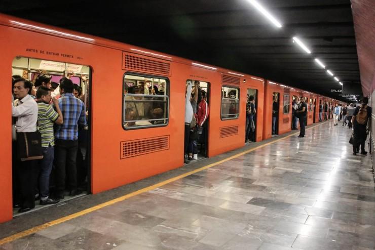 В Мехико один человек погиб, еще 40 пострадали при столкновении двух составов метро