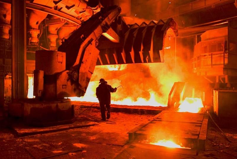 Нурсултан Назарбаев поздравил металлургов с праздником