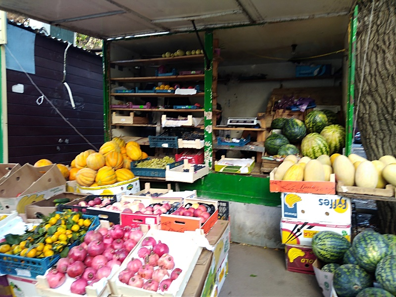 В Павлодаре продолжают бороться со стихийной торговлей