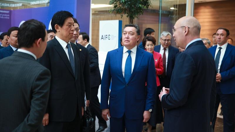 Аскар Мамин принял участие в презентации МФЦА главе китайского парламента
