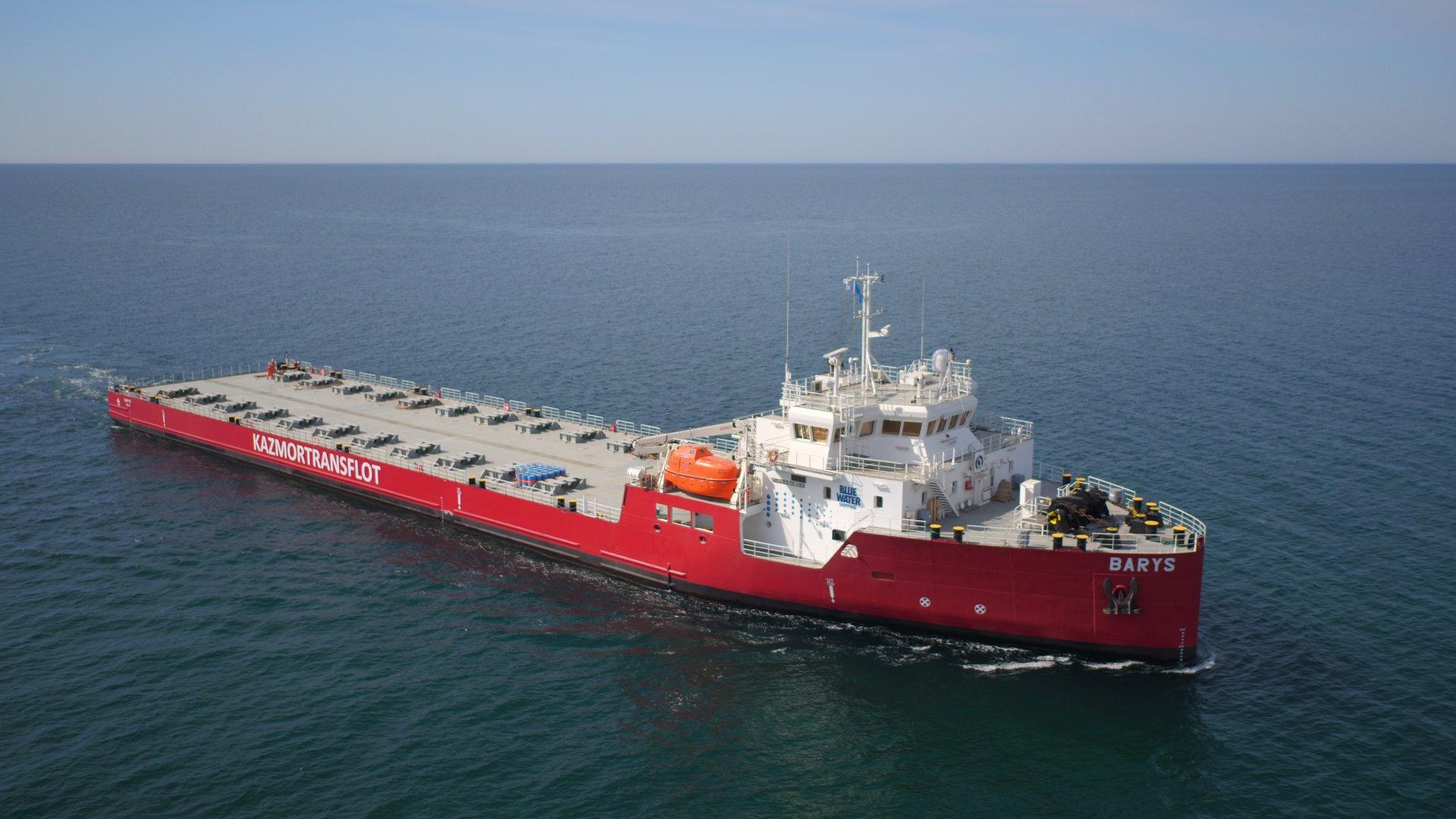 Казмортрансфлот начал транспортировку буровой установки КМГ из порта Курык в Баку