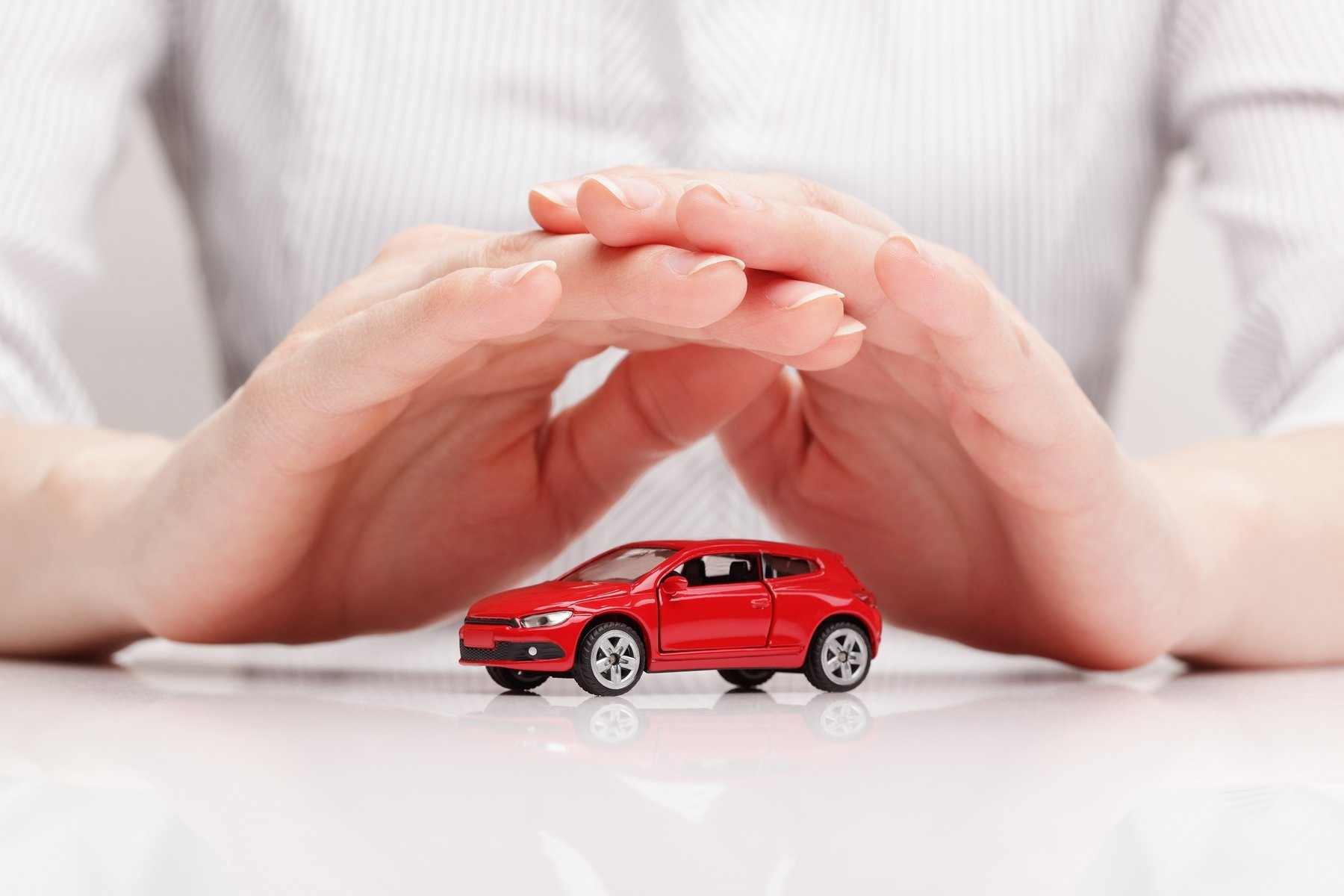 С 1 января автовладельцам не нужно предъявлять сотрудникам полиции страховой полис